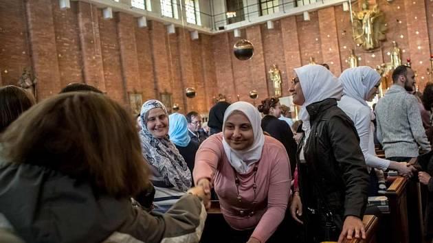 Muslimové se symbolicky zúčastnili katolické mše, aby odsoudili nedávné teroristické útoky v Evropě