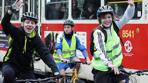 V ulicích Prahy používá k dopravě kolo zhruba 120 tisíc lidí, v sezoně jej týdně používá zhruba 200 tisíc lidí.
