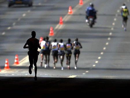 MAGICKÁ PRAHA. Trať půlmaratonu vede historickým centrem i po frekventovaných ulicích.