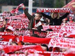 MISTROVSKÁ SLAVIA. Sešívaní šampioni se mohli vždy spolehnout na výraznou podporu svých fanoušků.
