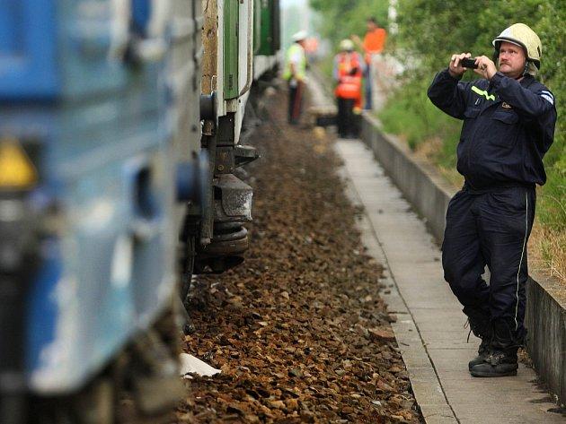 Na nádraží havaroval posunovač s vlakem. Šest lidí se lehce zranilo