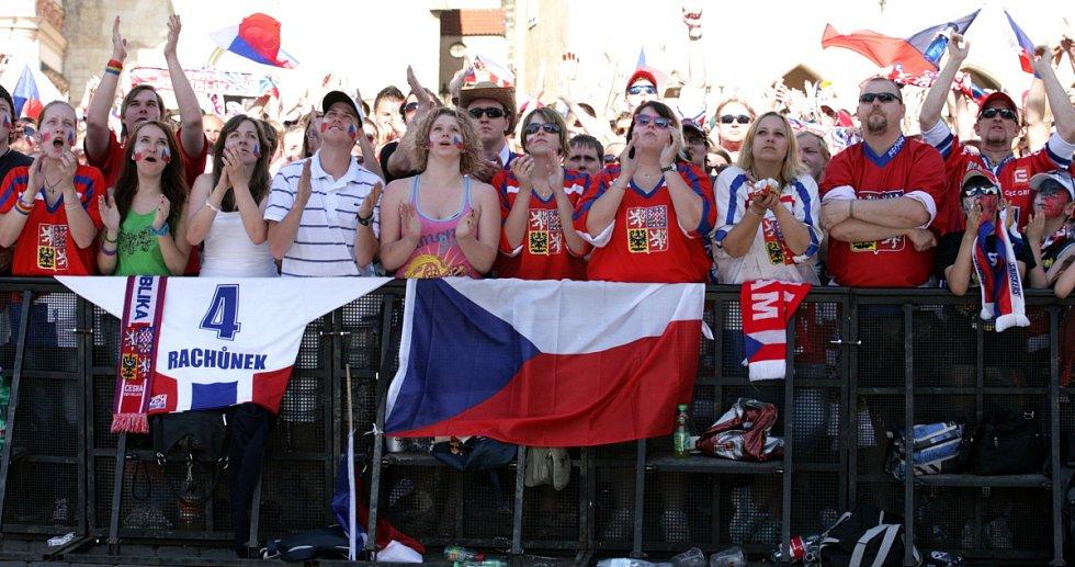 Fanoušci na Staroměstském náměstí