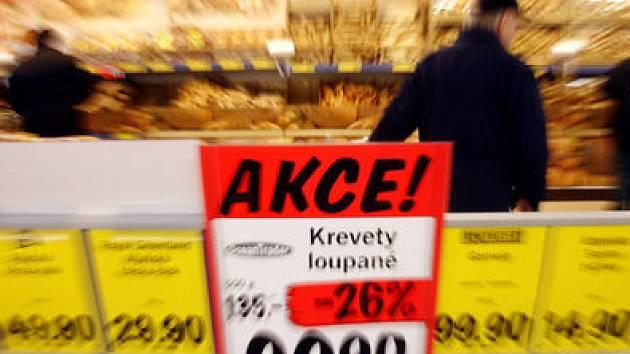 KONKURENCE SE NEBOJÍ. Již druhou prodejnu na Jižním Městě otevřela společnost Lidl ve čtvrtek ráno ve Vojtíškově ulici.
