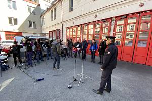 Pražští hasiči informovali o pozitivních testech na nový koronavirus u dvou svých členů.