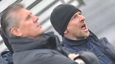 Pod dohledem. Jozef Chovanec a Martin Hašek, trenéři Sparty, sledovali ve dvojzápase s Jihlavou především nové tváře.