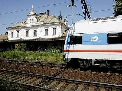 Vlaky na nádraží Vyšehrad zatím nestaví.