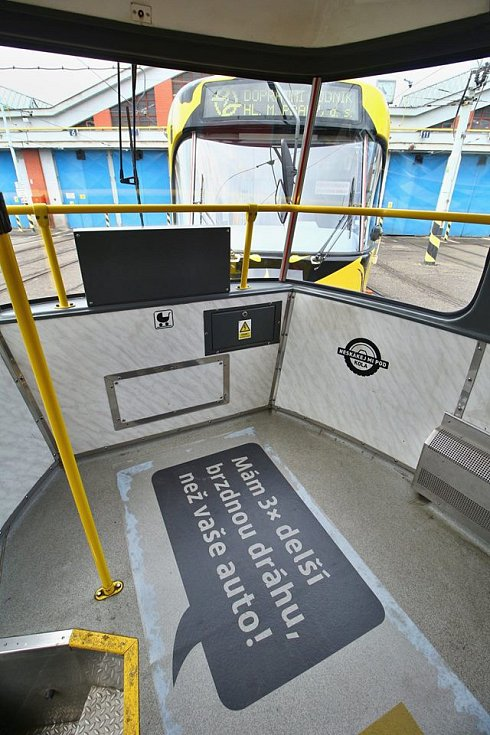 Bezpečnostní kampaň s názvem Neskákej mi pod kola! má snížit počet sražených chodců tramvajemi v Praze.