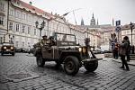 Příznivci historické techniky si v Praze 28. dubna každoroční jízdou amerických historických vojenských vozidel s názvem Convoy of Liberty připomněli konec 2. sv. války.