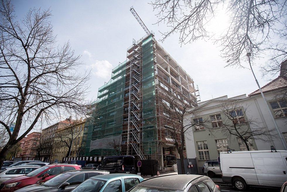 Stavba budovy nové radnice Prahy 7 na adrese  U Průhonu 38, 5. dubna 2019.