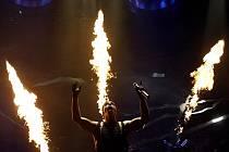 Němečtí Rammstein předvedli přažskému publiku to, co se od nich očekává.