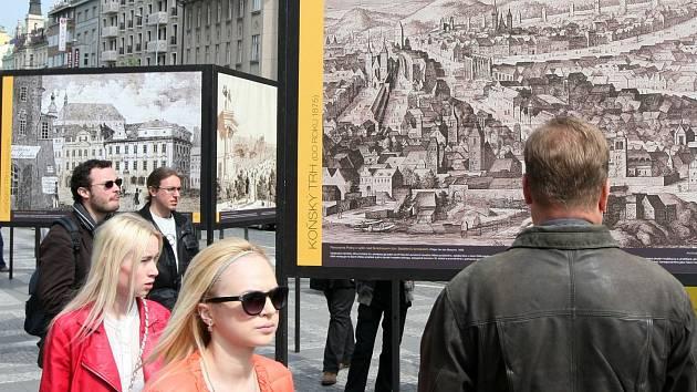 Příběh Václavského náměstí,výstava fotografií přímo na Václavském náměstí.