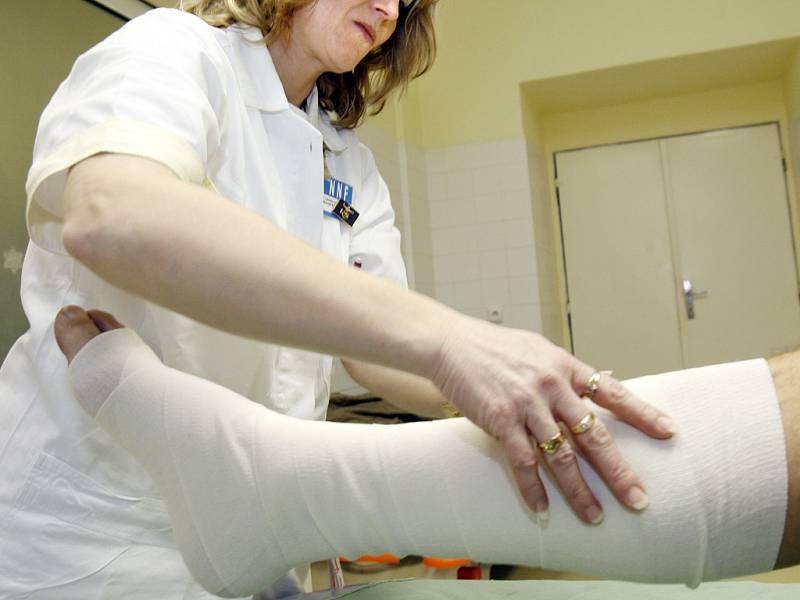 Ošetřování zlomeniny. Ilustrační foto.