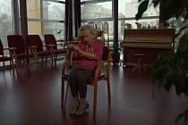 Praha využívá ke kampani na podporu očkování seniory.
