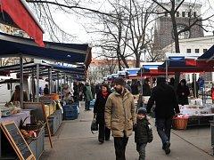 Tržiště na náměstí Jiřího z Poděbrad v Praze na Vinohradech