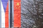 Česká a čínská vlajka. Ilustrační foto.
