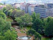 STÁLE MÁLO. PO zavedení zón se situace s parkováním v Praze 2 zlepšila, stále je ale více registrovaných aut než parkovacích stání./Ilustrační foto
