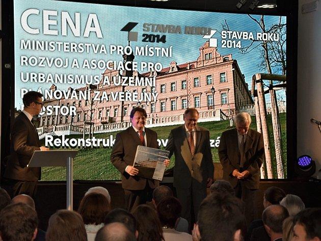 Praha 10 získala ocenění Stavba roku za rekonstrukci Vršovického zámečku.