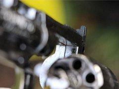 Paruka a zbraň z přepadení lékáren.