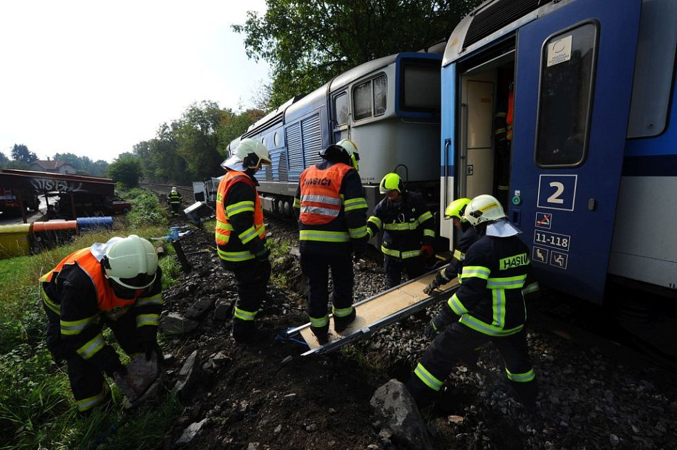 Střet vlaku s automobilem.