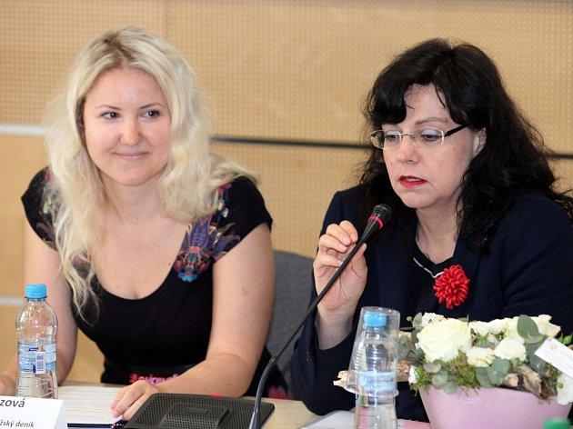 13.května 2014 zorganizovala Veronika Cézová,redaktorka Pražského deníku a autorka seriálu Pražské neziskovky,na Ministerstvu prací a sociálních věcí oslavu 50. dílu seriálu Pražské neziskovky.