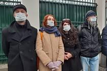 Demonstrace před čínským velvyslanectvím.