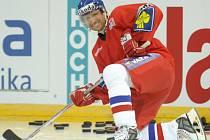 STARONOVÁ HVĚZDA. Jaroslav Bednář má v celé sezóně neuvěřitelnou střeleckou formu. Teď se od něj čeká, že ji ukáže na mezinárodním ledu.