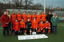 Vítězný tým zimního turnaje na Kačerově FC Jílové.