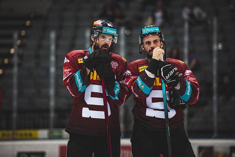 Hokejisté Sparty si na domácím ledě poradili s Mladou Boleslaví 3:1 a sesadili ji z čela extraligové tabulky.