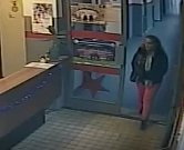 Obviněná žena při krádeži.