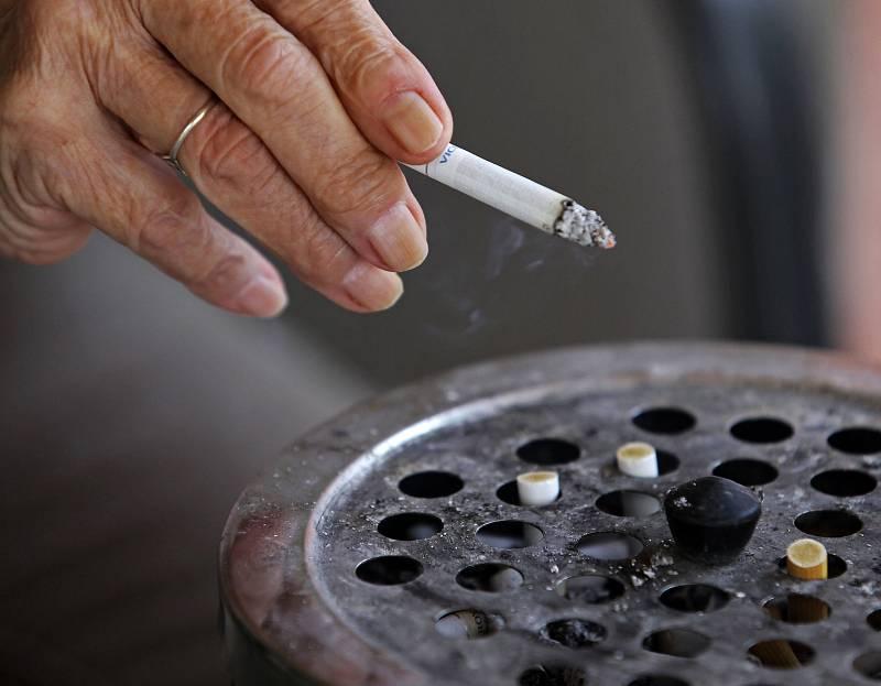 Cena krabičky cigaret stále roste, pohybuje se od 100 do 140 korun.