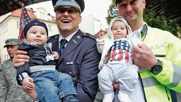 Zájem o působení mezi dobrovolnými hasiči v Praze stále stoupá, přibývají členové i sbory. Takto například dobrovolní hasiči na Praze 1 loni při výročí událostí z New Yorku z 11. září v nadsázce uváděli do svých řad i nejmladší potomky.