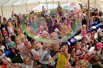 Představení pro děti s bublinami v minulých letech. Ilustrační foto