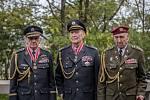 Pietní akt při příležitosti 72. výročí ukončení 2. světové války 8. května před Národním památníkem na Vítkově v Praze. Na snímku Milan Boček, Alois Dubec a Václav Kuchyňka.