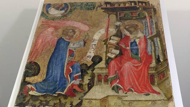 Středověký deskový obraz s námětem Zvěstování Panně Marii, který odborníci připisují Mistru Vyšebrodského oltáře.