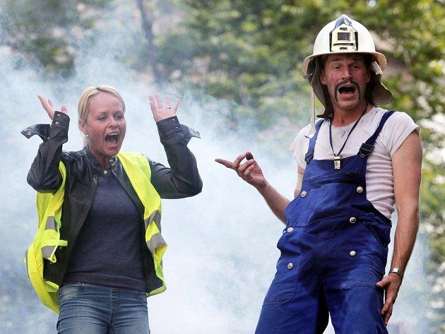 Rodinná pouliční hasičská groteska Traffic Dance - Bomberos v rámci projektu Žižkov sobě v Mateřské škole Libická v Praze 3.