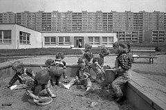 Děti sídliště. Nové bohnické sídliště mělo veškerou občanskou vybavenost včetně jeslí.