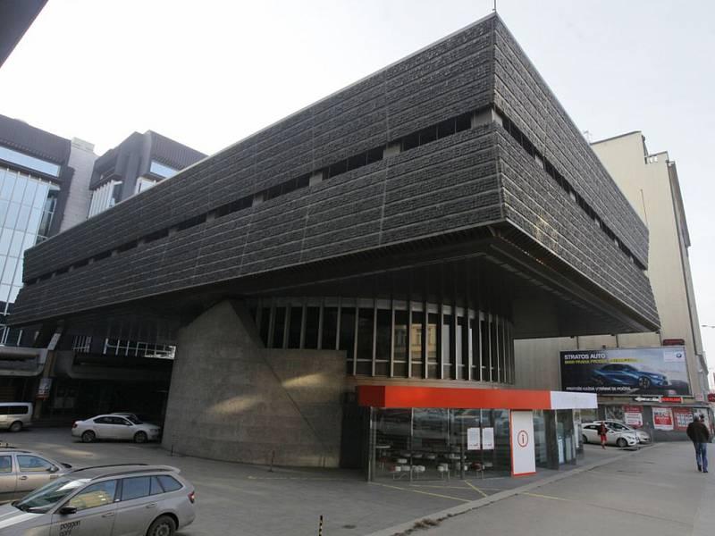 Budova Transgas na Vinohradské třídě.