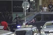 Policie hledala v centru prahy ozbrojené pachatele vloupání.