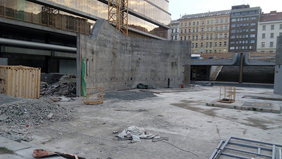 Na místě komplexu budov Transgas vznikla obrovská proluka.