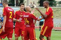 Nový střelec? Všechny góly do sítě Varnsdorfu vstřelil při výhře Dukly 4:0 Jean-David Beaugeuel (zcela vpravo).