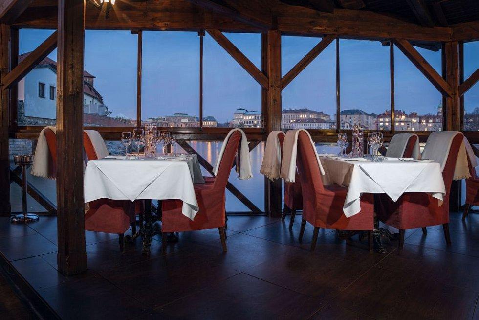 Sesterská restaurace Hergetovy cihelny Kampa Park.