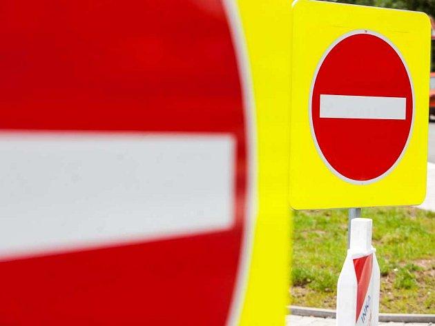 Uzavírka silnice. Ilustrační foto.