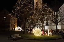 Vánoční výzdoba v ulicích Prahy.