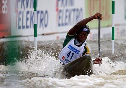 Jihoafrický závodník Siboniso Cele ve druhé kvalifikaci závodu.
