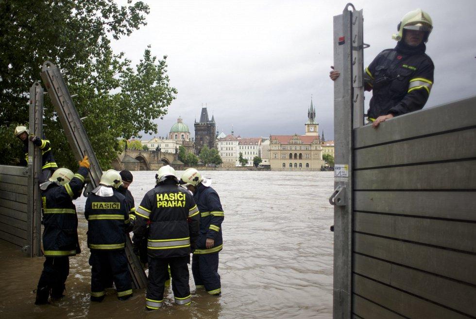 Prahu ohrožují záplavy. Byl již vyhlášen stav nebezpečí.
