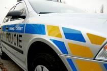 BEZ KARTÁČŮ. Nová policejní auta zatím kvůli laku nemohou do myčky, policistům tak hrozí služby s houbičkou a kýblem.