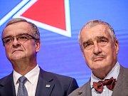TOP 09 představila 30. května v Praze svoji volební kampaň do podzimních voleb. Na snímku Miroslav Kalousek a Karel Schwarzenberg.