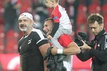 Kouč Slavie Jindřich Trpišovský a hráč Slavie Vladimír Coufal se synem