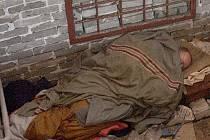 Spící bezdomovec. Ilustrační foto.
