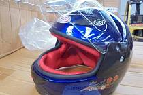 Dětské helmy.